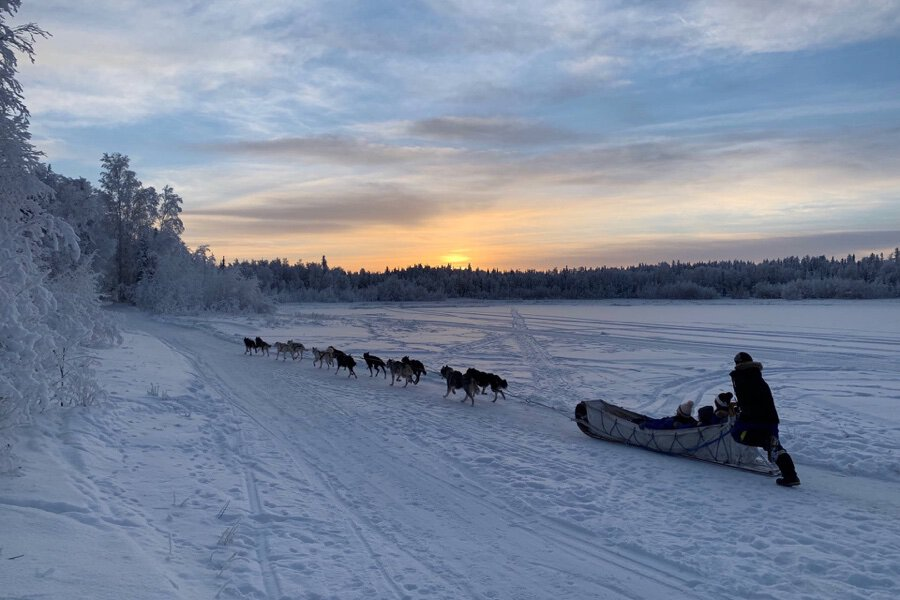 Hero-Aurora-Village-Yellowknife-Northwest-Territories-Canada-Dog-team-ride-dog-sled-lake