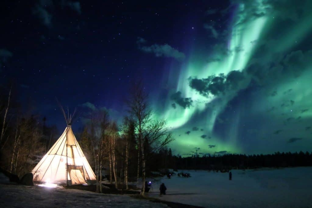 Aurora-Village-Yellowknife-Northwest-Territories-Canada-Aurora-Borealis-Northern-Lights-teepees-Credit-Julian-0B2A2338