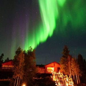 Instagram-Aurora-Village-Yellowknife-Northwest-Territories-Canada-Aurora-Borealis-Northern-Lights-summer-dining-hall-green-purple-hero