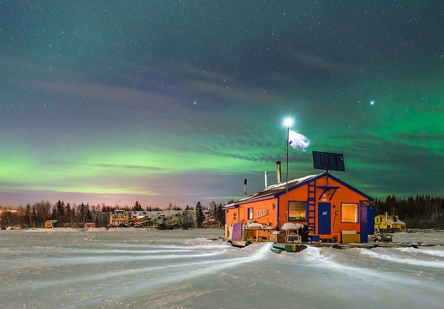 Aurora-Village-Yellowknife-Northwest-Territories-Canada-Aurora-Borealis-Northern-Lights-house-boat