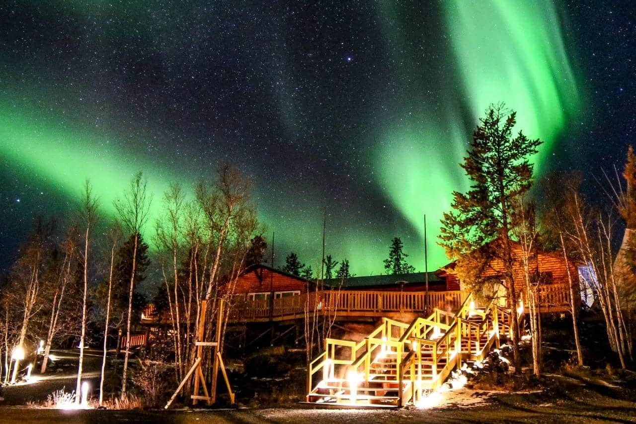 Aurora-Village-yellowknife-dining-hall-with-aurora